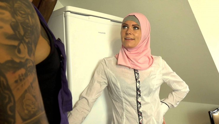 SexWithMuslims – Claudia Macc – Plumber fills more than one pipe